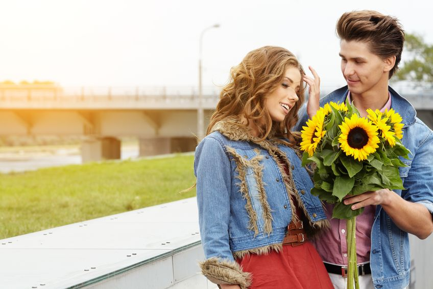 man giving sunflowers to a beautiful woman on their first date