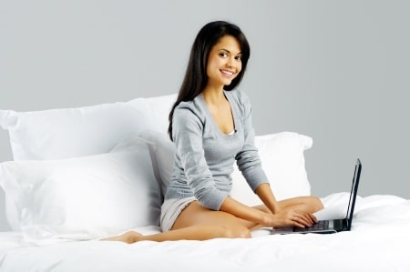 How Many Emails Do The Most Attractive Women Get Online?