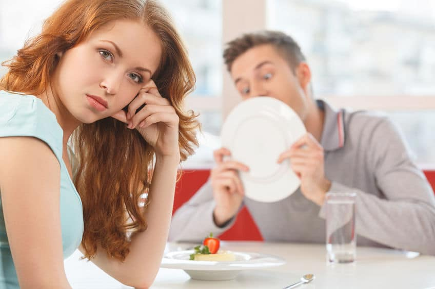 woman on a date with a guy she doesn't like