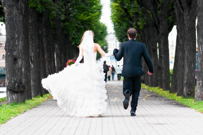 wedding couple running 2003(12).jpg
