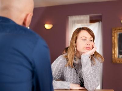 woman ignoring a guy