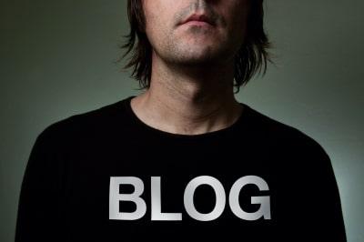 a man in black blog shirt