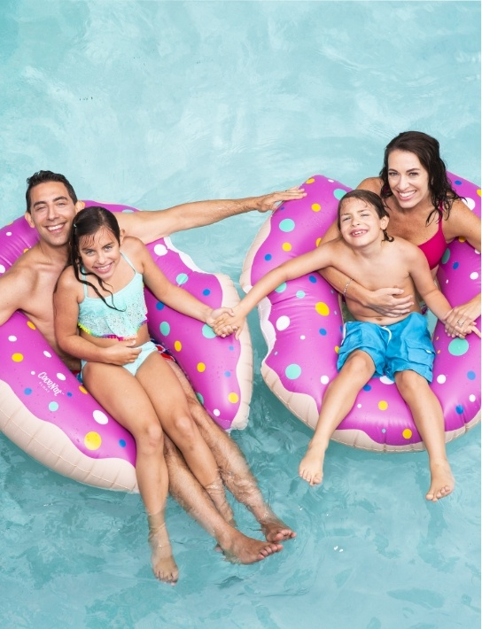 Evan Marc Katz with his wife and 2 kids on the pool