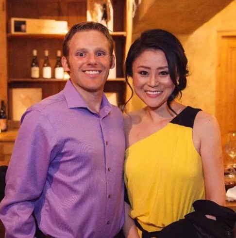 Love U love story of successful woman wearing a yellow dress with her husband