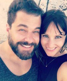 Love u success story of happy couple taking a selfie
