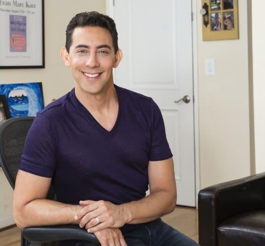 smiling Evan Marc Katz dating coach wearing a purple t-shrit